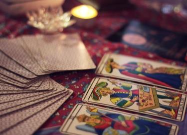 membaca tarot